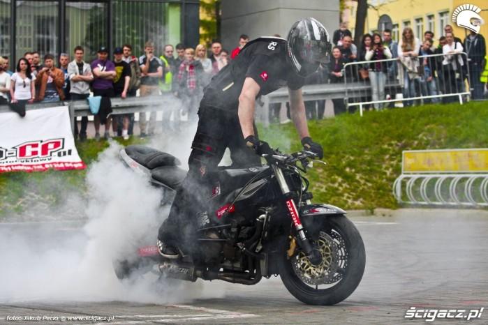 Lukasz FRS pali gume Moto Show 2014