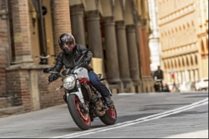 Ducati Monster 821 bialy