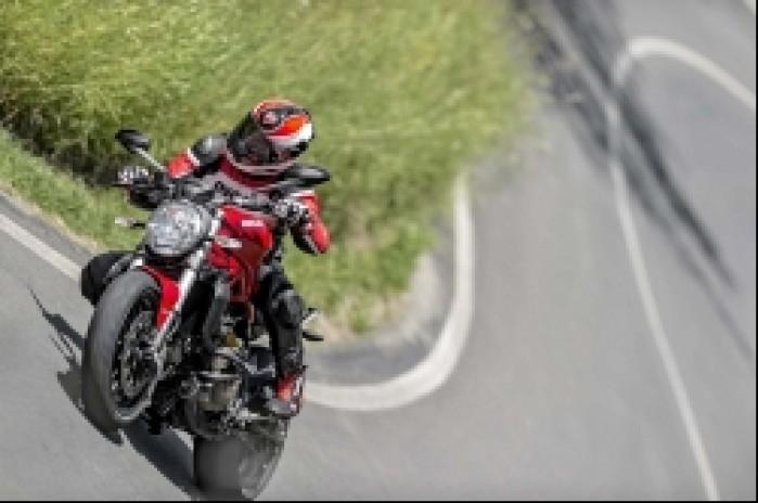 Ducati Monster 821 na trasie