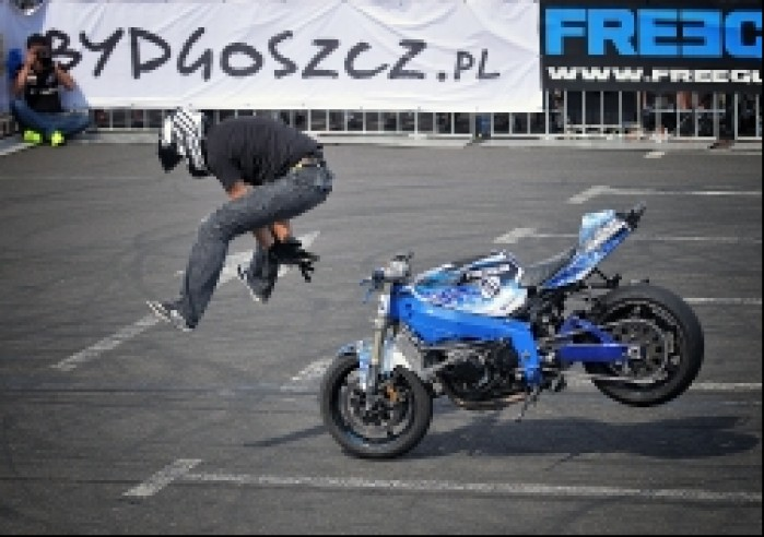 rzut motocyklem