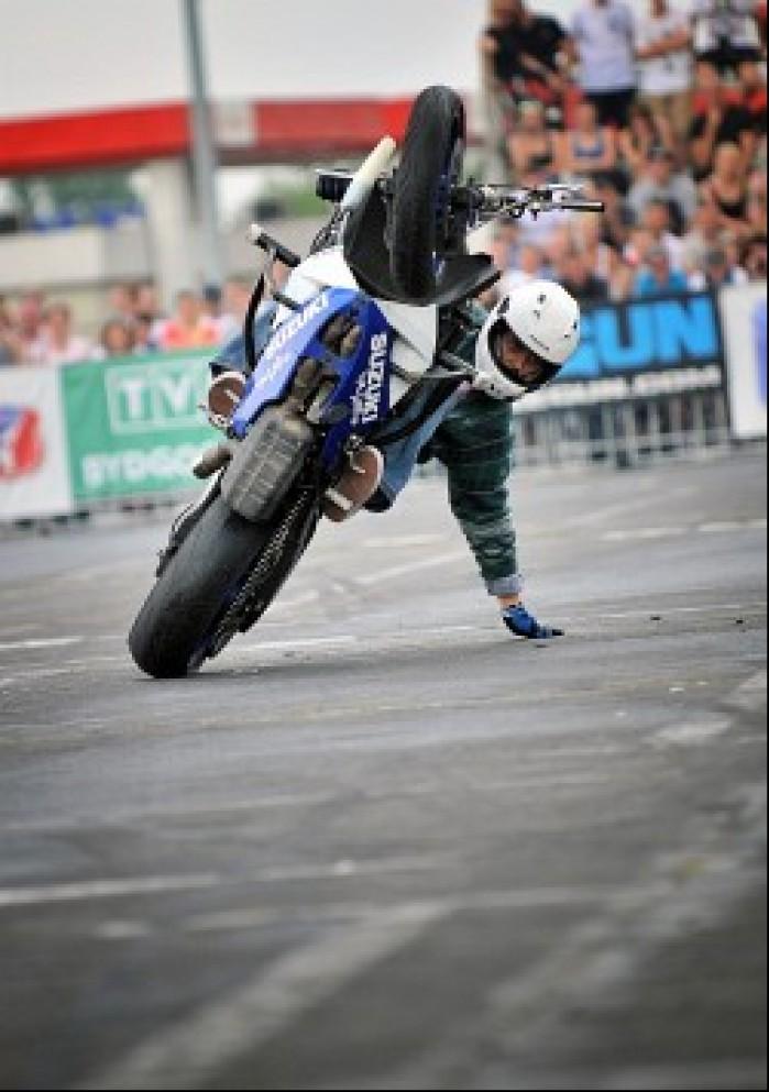 suzuki stunt