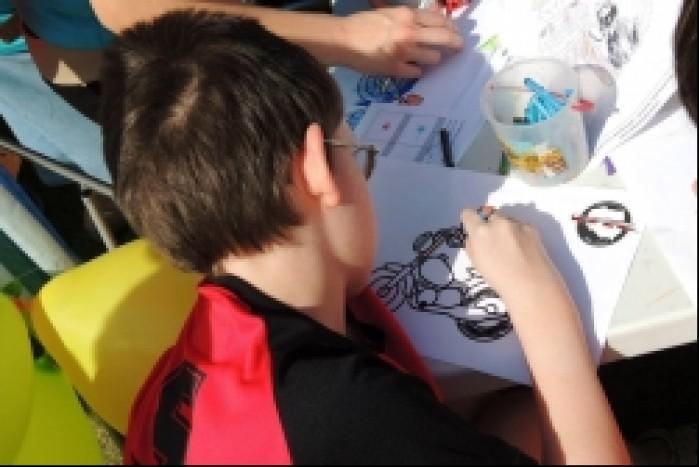 Malowanie rysunkow w Centrum Zdrowia Dziecka
