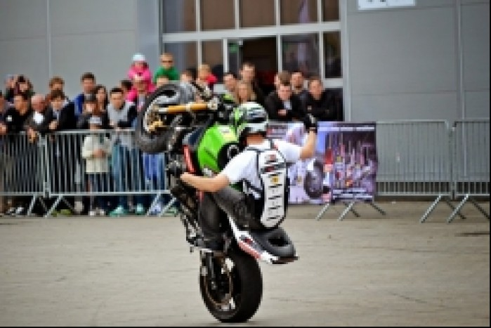wheelie no hander