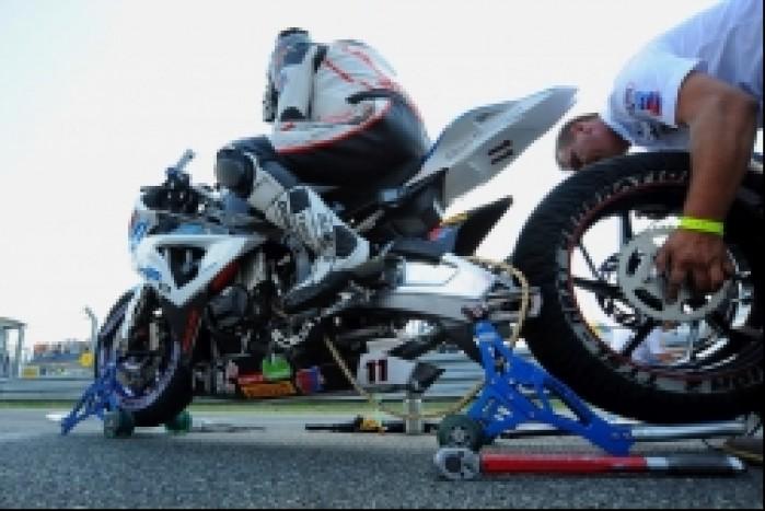 wymiana kola w motocyklu Sikory