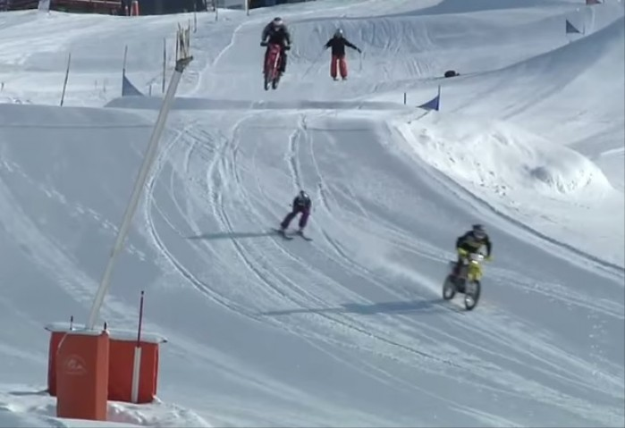 pojedynek na sniegu