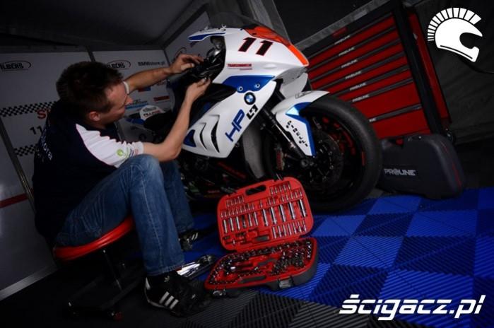sprawdzanie motocykla