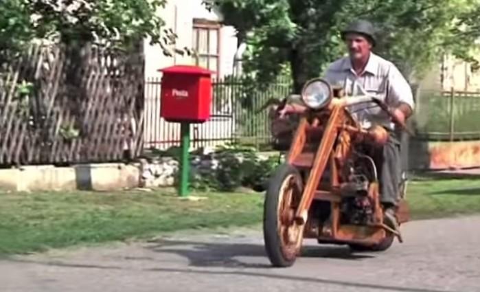 motocykl z drewna