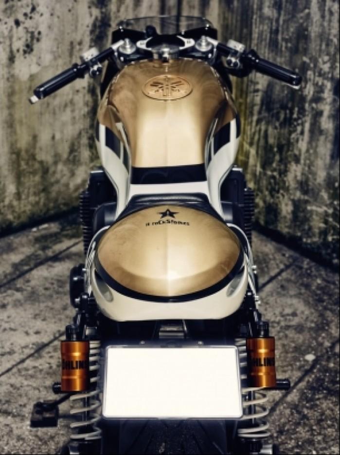 Yamaha XJR1300 tyl
