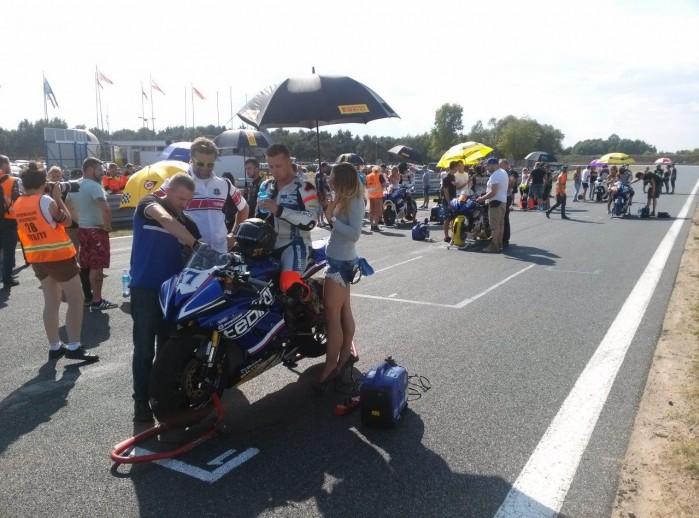 Przed startem Wy cigowe Motocyklowe Mistrzostwa Polski