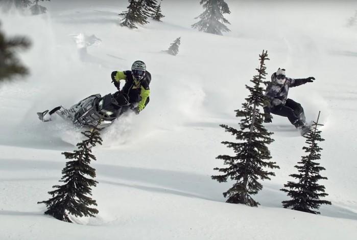 Skuter sniezny kontra snowboard