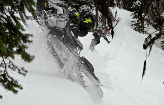 Skuter sniezny vs snowboard