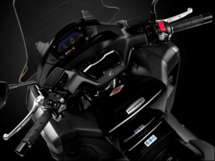 Honda Integra Scooter 16YM Studio 013