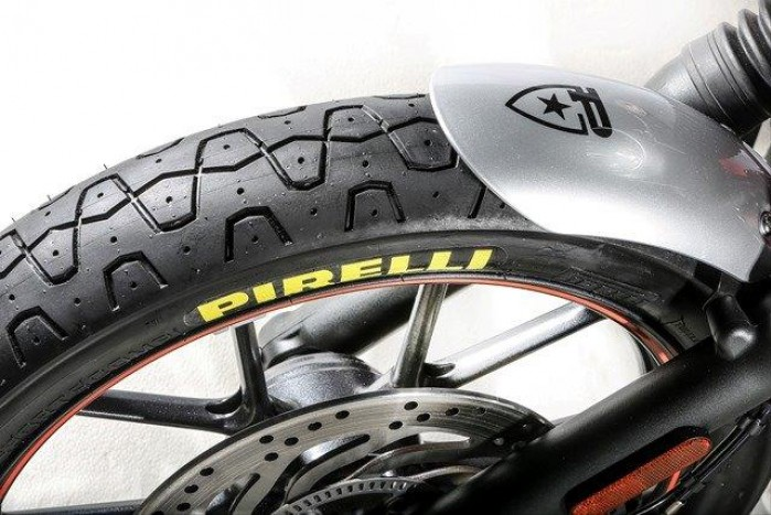 Pirelli Phantom Sportscomp front