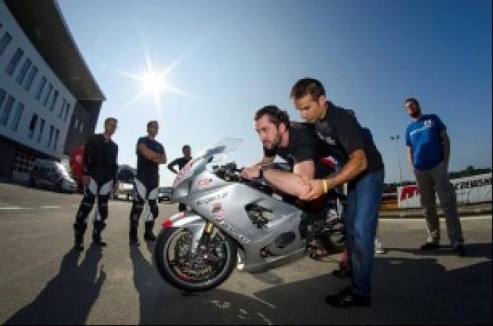 California Superbike School cwiczenia