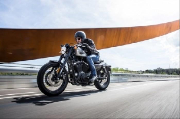 Harley Davidson Roadster 1200 droga