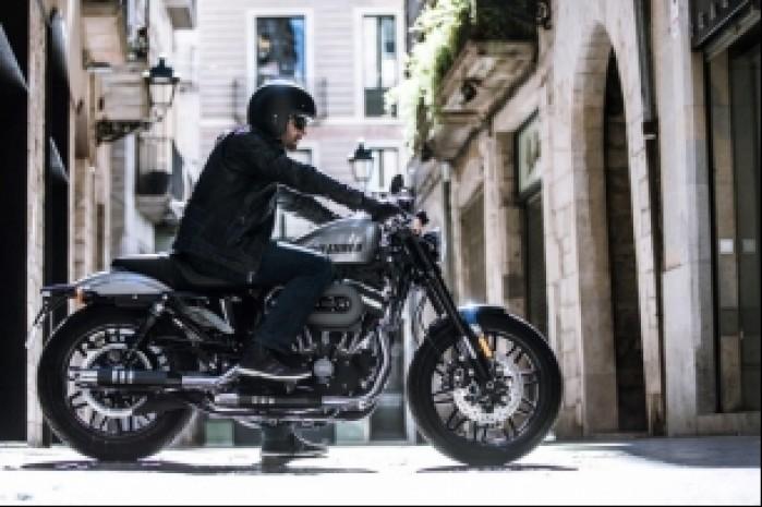 Harley Davidson Roadster 1200 miasto