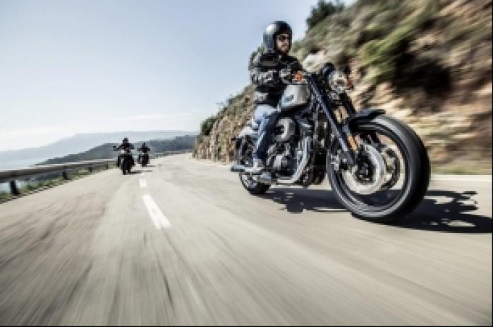 Harley Davidson Roadster 1200 na drodze