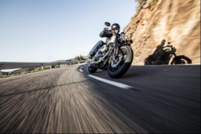 Harley Davidson Roadster 1200 zakrety
