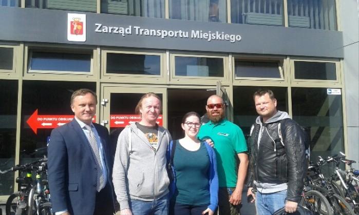 Spotkanie srodowiska motocyklistow radny lenarczyk w ZTM buspasy