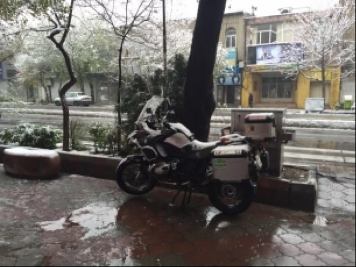 Iran zasniezony motocykl