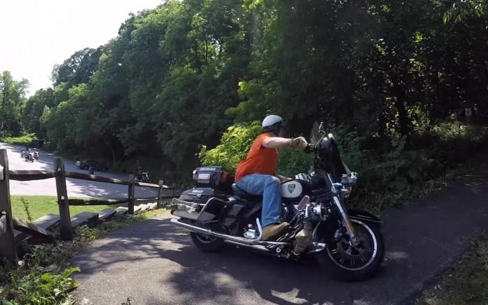 policjant na moto