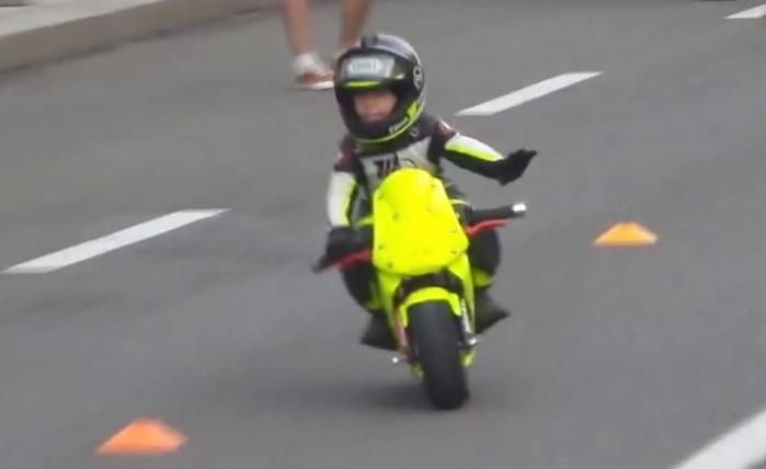 dziecko na moto