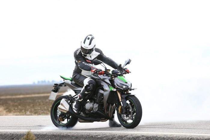 Palenie gumy Kawasaki Z1000 2014