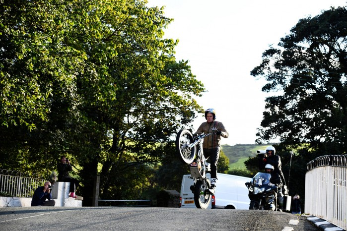 dougie lampkin isle of man tt wheelie