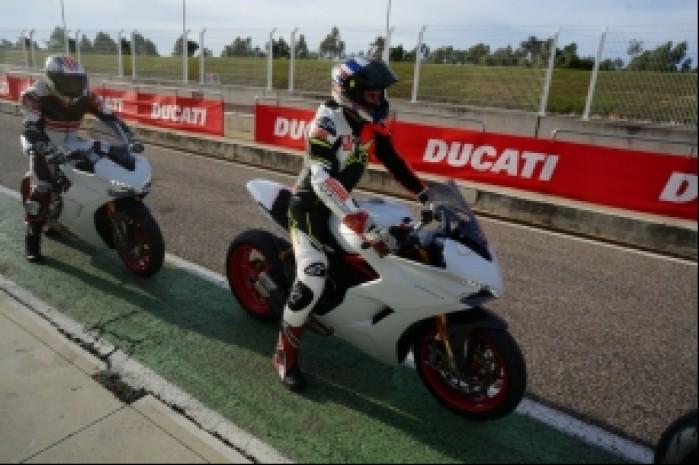 Ducati Supersport S Bartek przed wjazdem na tor
