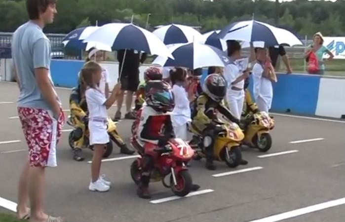 wyscigi motocyklowe dzieci