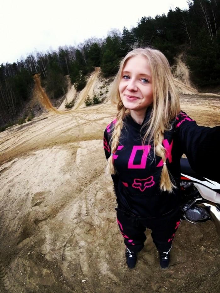 Ewelina Szkudlarek selfie enduro