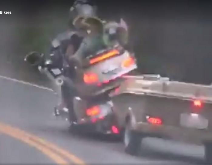 motocykl z przyczepka