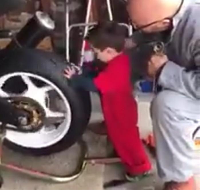 dziecko mechanik motocyklowy