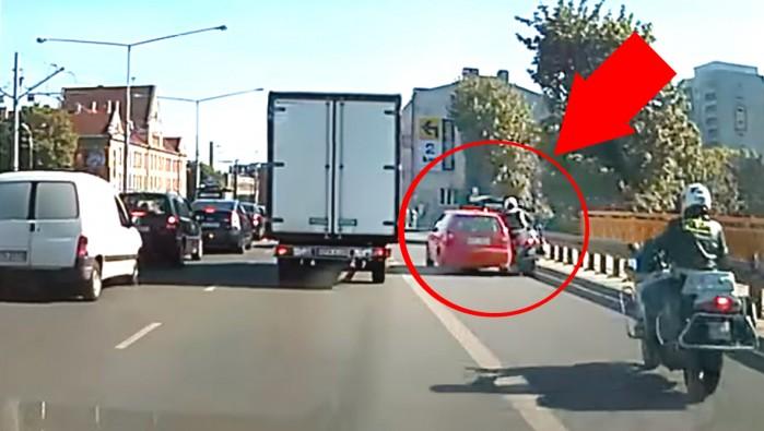 zajechanie drogi policjantowi w Toruniu skrzyzowanie Kopci skiego i Tuwima