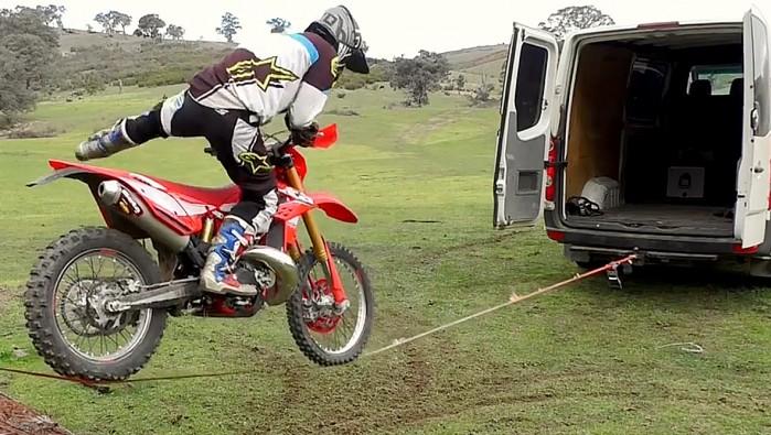 slackline w wersji motocross