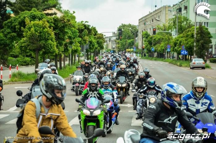 Motocyklisci X COSM