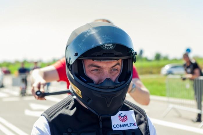 Rekord Guinnessa w jezdzie na motocyklu z jednoczesnym paleniem gumy 10