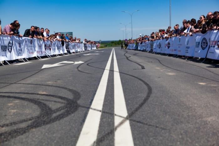 Rekord Guinnessa w jezdzie na motocyklu z jednoczesnym paleniem gumy 11