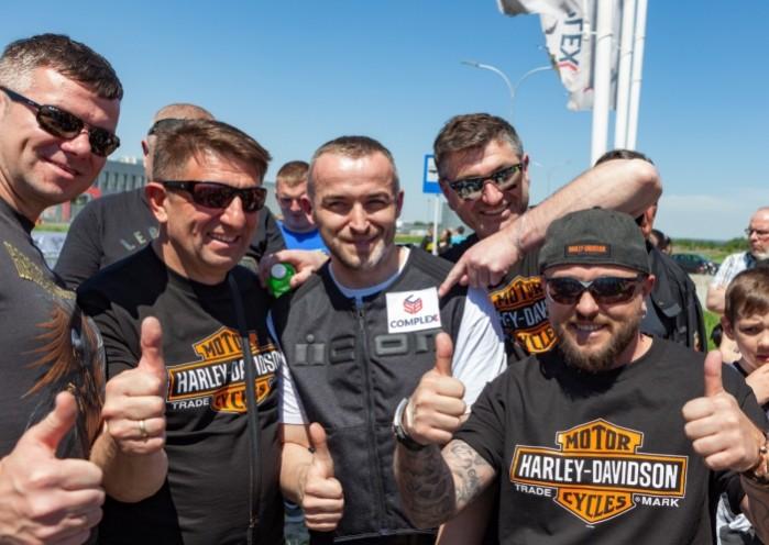 Rekord Guinnessa w jezdzie na motocyklu z jednoczesnym paleniem gumy 18