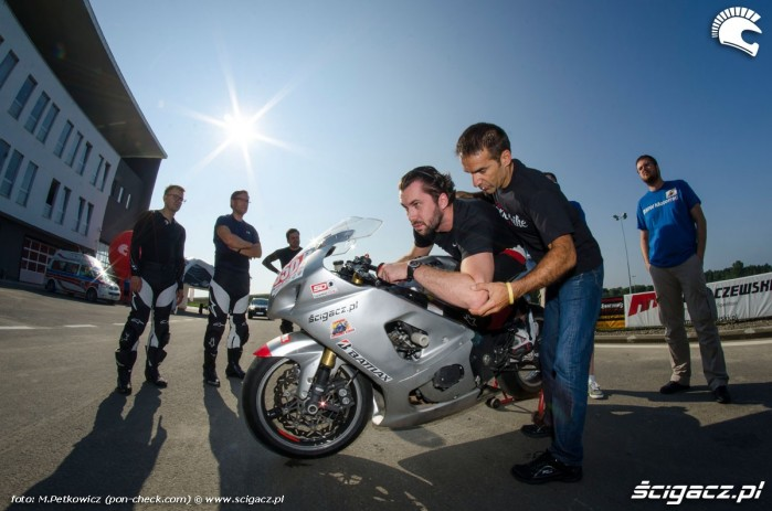 pozycja na motocyklu CSS 2014