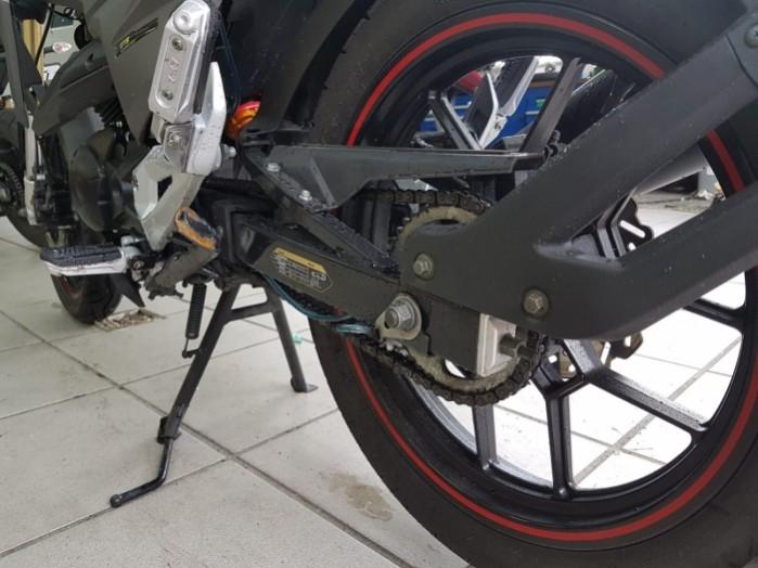 Scottoiler vSystem na motocyklu