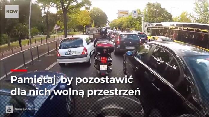 Pamietaj by pozostawic dla motocyklisto wolna przestrzen