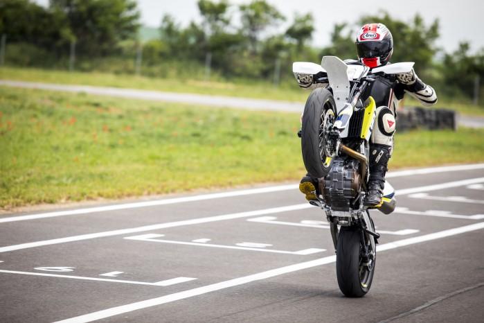 Husqvarna 701 Supermoto na kole