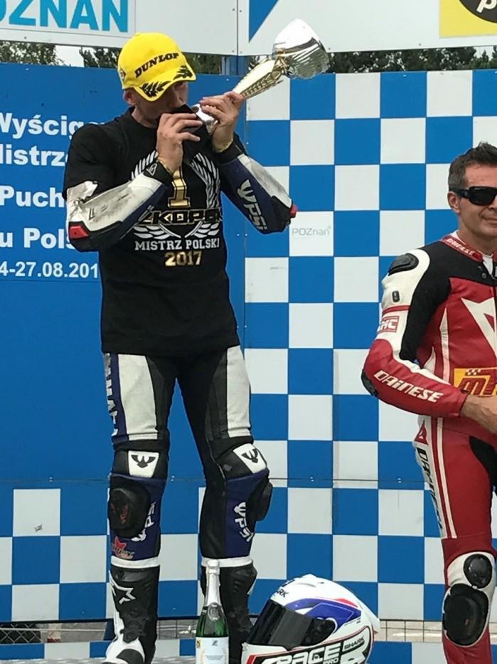 Zawodnicy Dunlopa zdominowali Motocyklowe Mistrzostwa Polski 1