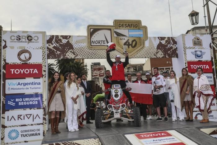 Rafal Sonik na podium Desafio Ruta 40 2017