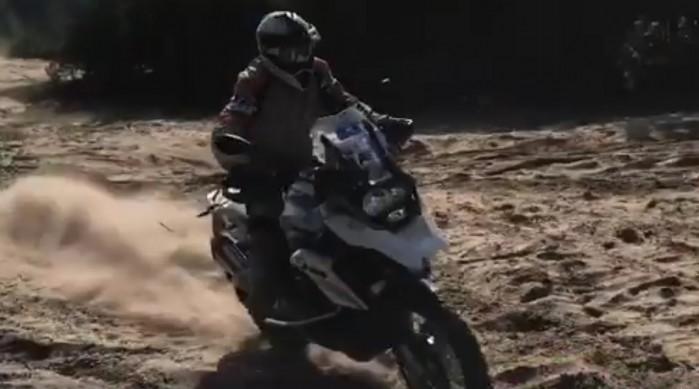 BMW R 1200 GS w kopnym piachu