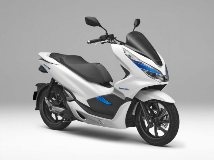 2018 Honda PCX Electric scooter 02