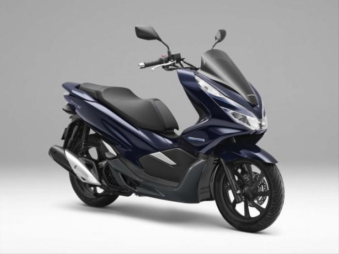 2018 Honda PCX Hybrid scooter 05