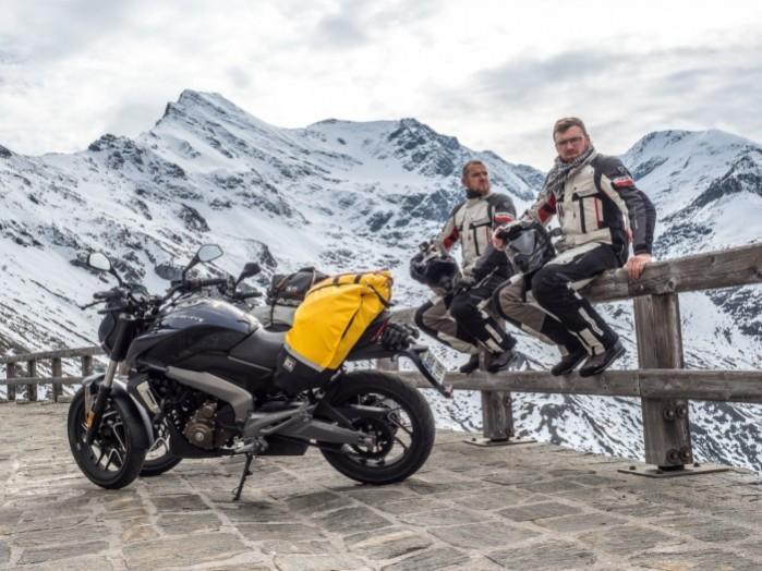 Bajaj Dominar 400 sniezne szczyty