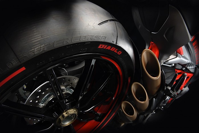 mv agusta brutale 800 rr pirelli is another cool new limited edition bike